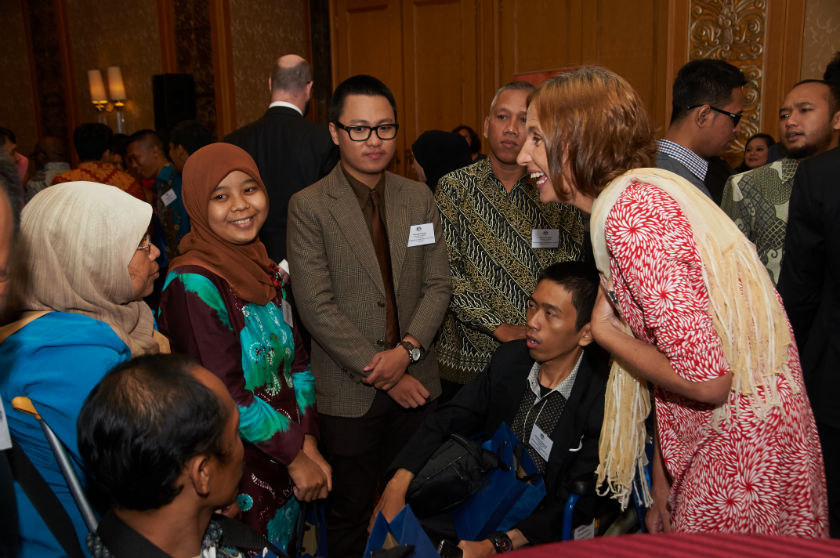 Counsellor (Development Cooperation)  Alumni, Australia Awards and Education chats with DPO leaders at the Gala Dinner 2016