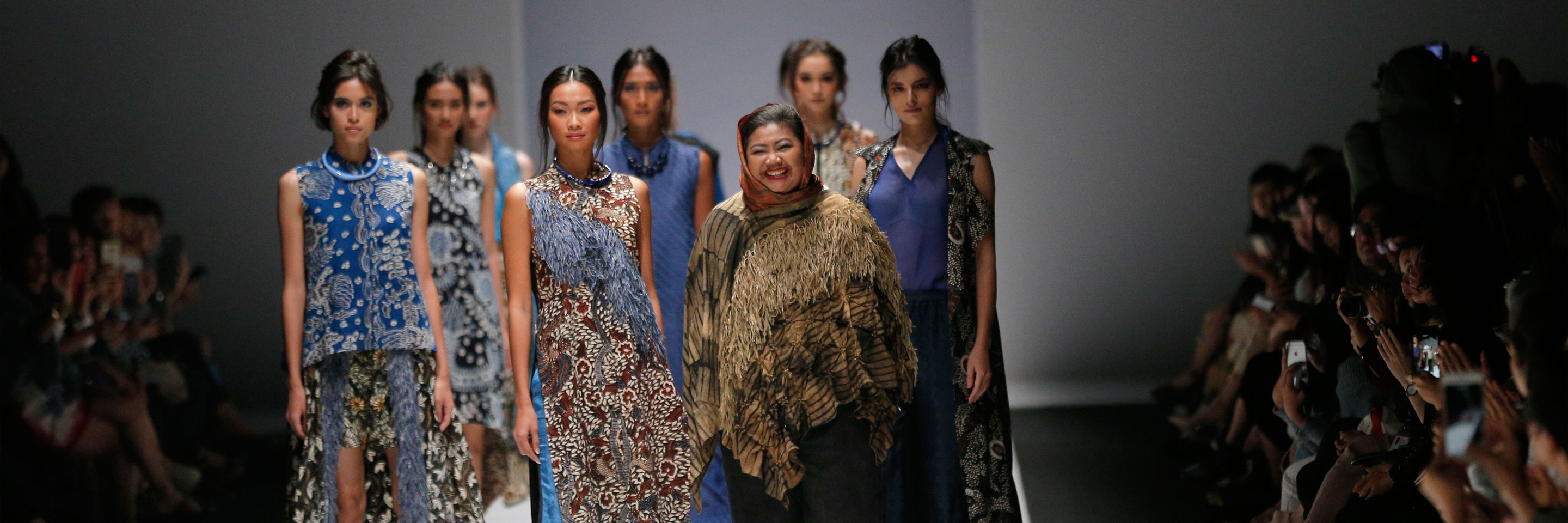 Australian alumna and fashion designer Novita Yunus showcases Indonesian and Australian flora in her striking new Batik Chic Bush collection at the Jakarta Fashion Week 2018.
