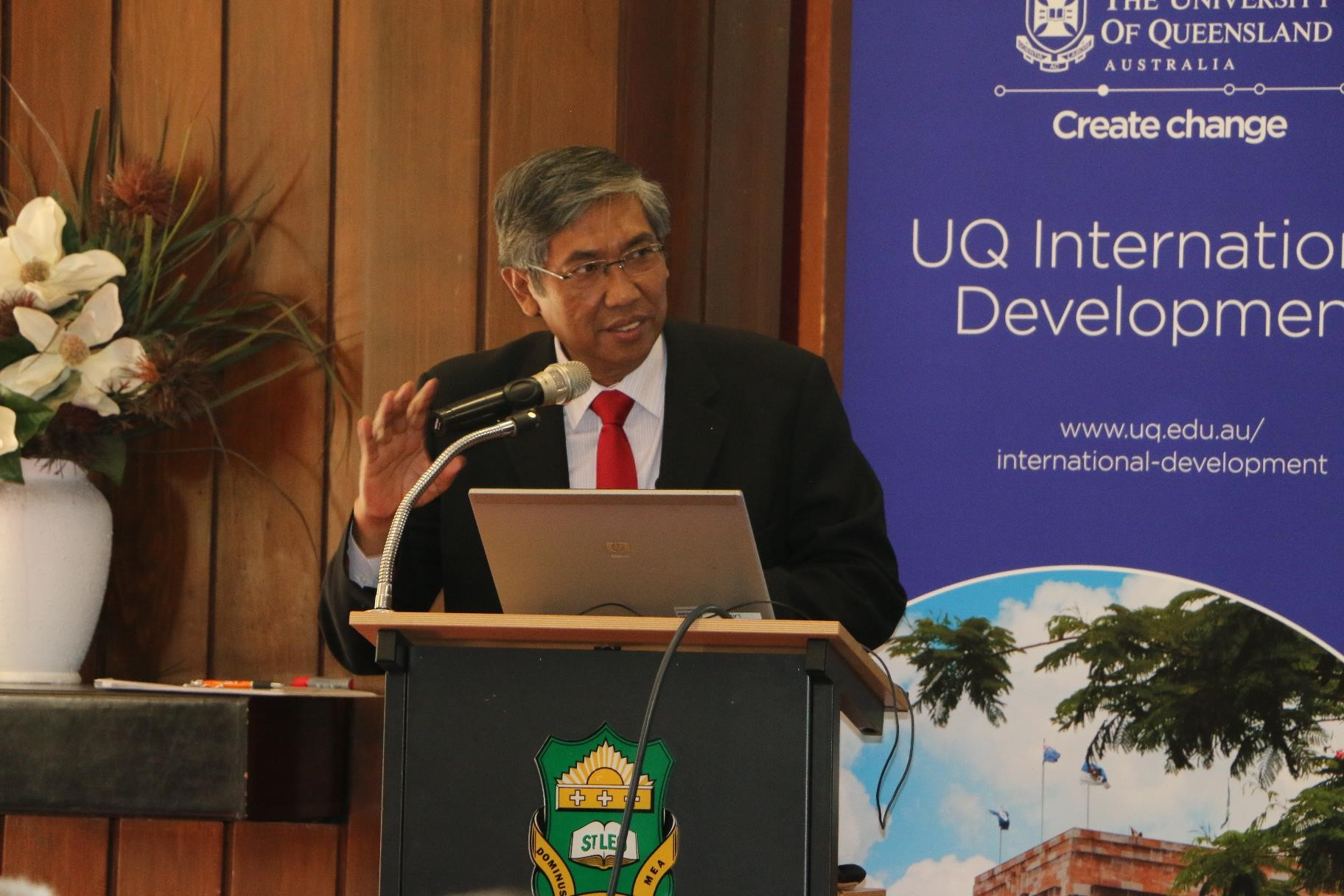 Vice Finance Minister Republic of Indonesia Professor Mardiasmo encourages participants of Strengthening the Public Policy Making Process short course to maximise their learning opportunities at UQ.