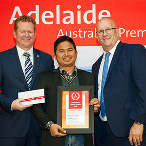 Juni Hezi Romansyah receives a Highly Commended Prize from the 2018 StudyAdelaide International Student Awards