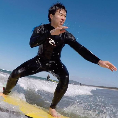 Australia Awards scholar from Indonesia Rinaldo Sarwono taking the surf at Seven Mile Beach, Gerringong, NSW