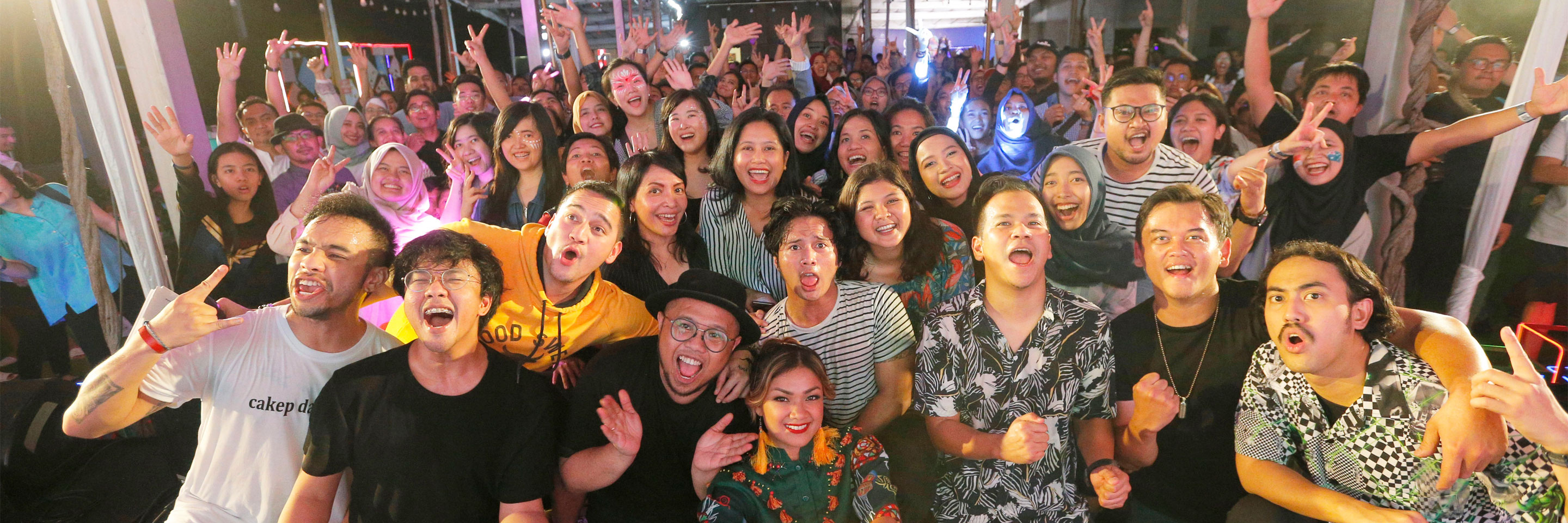 Over 500 Australian alumni are entertained by the talents of an Australian eclectic singer, Indonesia's famous bands and a special stand-up comedy at the Gig on the Green 2019 in Jakarta.